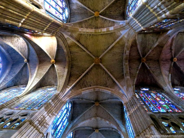 """A photo showing """"symmetry"""" - looking up in Leon Cathedral"""