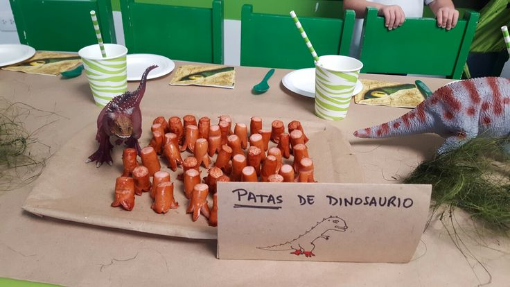 Cumpleaños de dinosaurios: patas de dinosaurios (salchichas)