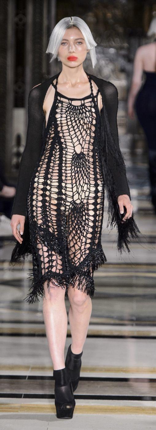 Mark Fast at London Fashion Week Spring 2018 - Crochet