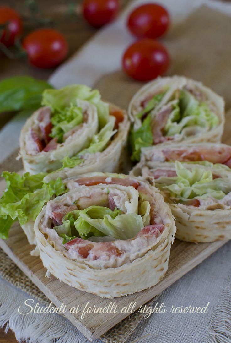 ricetta veloce girelle di piadina tonno e pomodori ricetta sfiziosa estiva senza cottura antipasto finger food aperitivo buffet