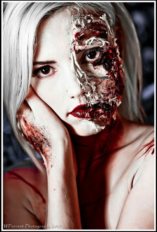 1000 images about zombie on pinterest sexy cosplay and for Mirror zombie girl