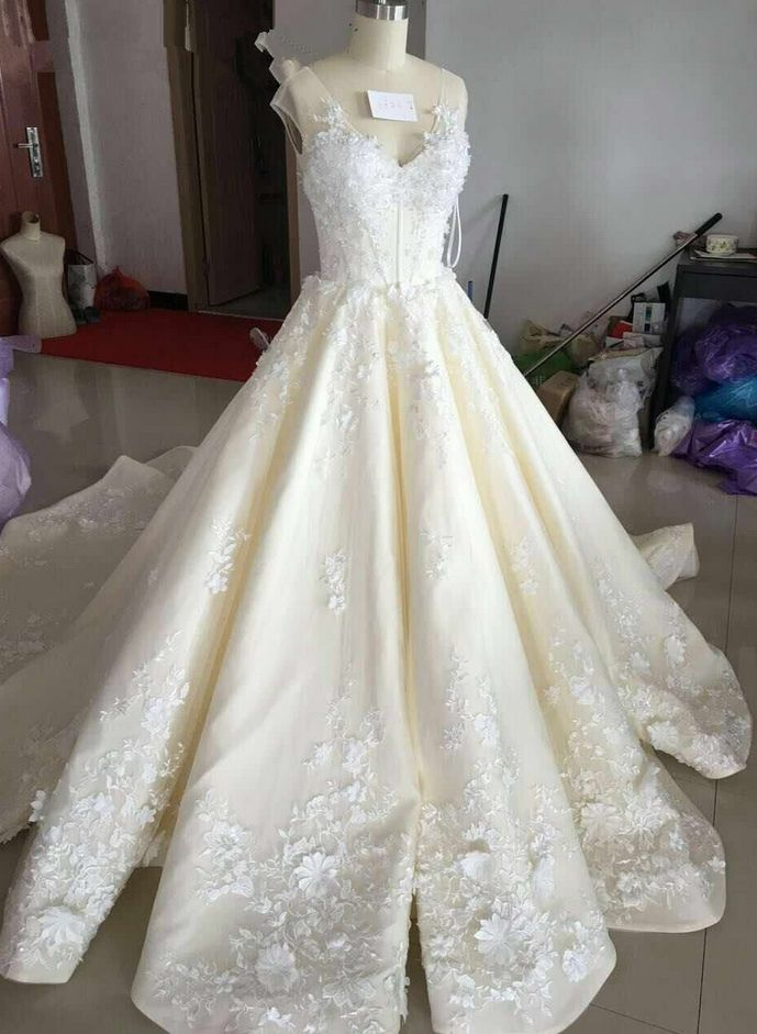 Charming Wedding Dress,Ball Gown Wedding Dress,V Neck Wedding Gown,Sexy Bridal Dresses,Lace Wedding Dress,Ivory Wedding Dresses #wedding #weddingidea #ivory #ballgown #weddingdress