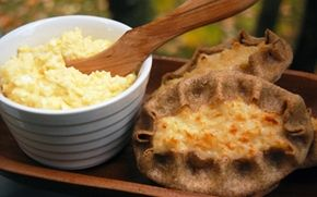 Karelian pies with egg butter / Karjalanpiirakat ja munavoi