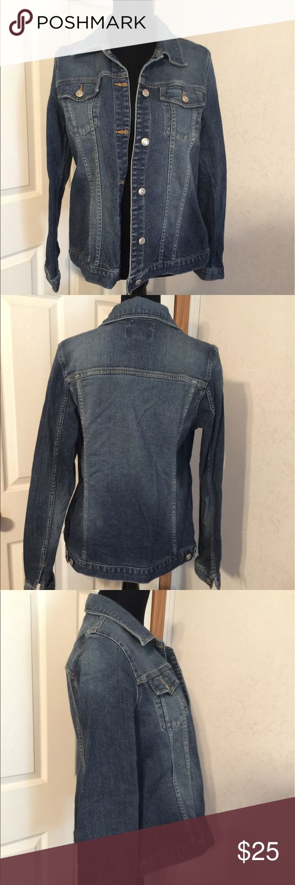 Old Navy Maternity denim jacket size Medium. Old Navy Maternity denim jacket size Medium. This is a great denim jacket. It is in like new condition. Please view all pictures. Old Navy Jackets & Coats Jean Jackets