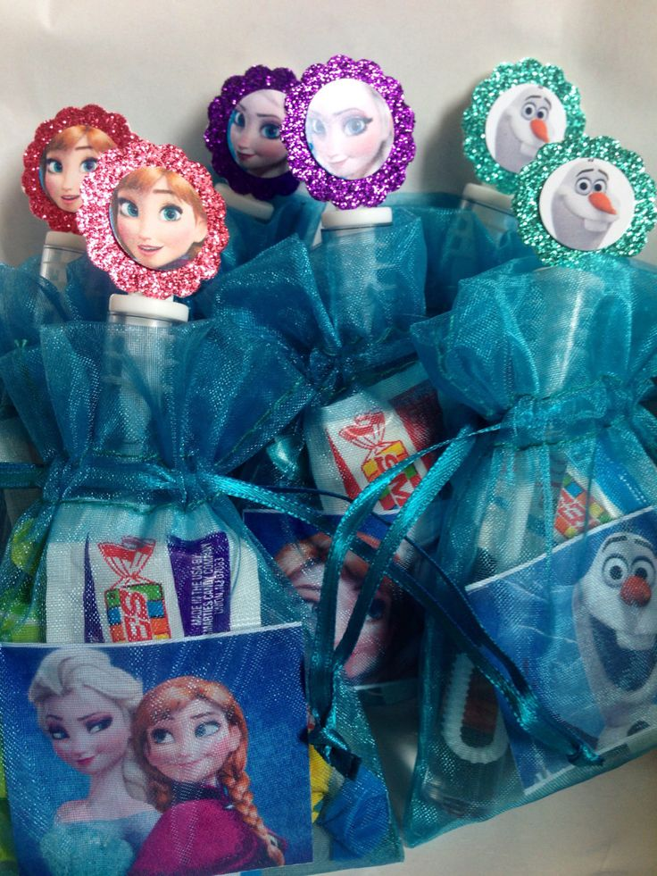 24 filled frozen party favor bags birthday. Para identificar, Elsa para niñas y Olaf para niños. #DecoraciónCumpleFrosen #SorpresaCumpleFrosen