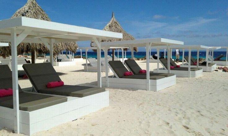 Prachtig Lounge Paviljoen, gemaakt van gebruikte steigerplanken, eventueel met kussens van Allweatherstof. Luxe, comfort, en nog betaalbaar ook! Heerlijk voor bij het zwembad, op het strand, of gewoon voor in de tuin.