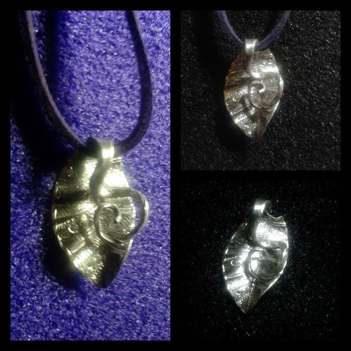 Hoja lantada en plata fina con zarzillo  Esperamos os guste este diseño.basado en otro ya expuesto!  Muchas gracias!