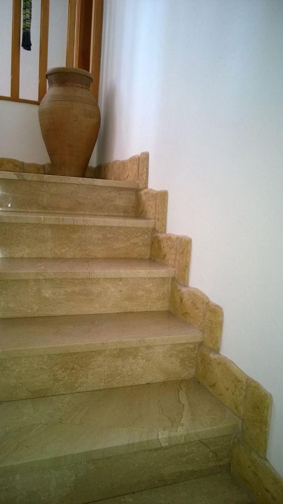 Battiscopa in pietra ricostruita, altezza 8 e 13 cm, su misura, colorazione personalizzata. Provincia di Ferrara.