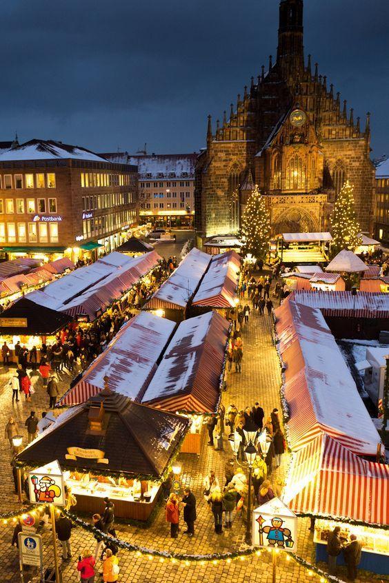 Die schönsten Weihnachtsmärkte Deutschlands liegen in Franken. Man sagt sogar, in Franken ist Weihnachten zu Hause. Der Nürnberger Christkindlesmarkt ist wahrscheinlich der bekannteste Weihnachtsmarkt.