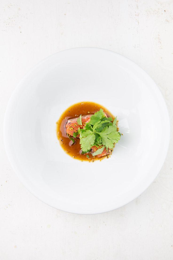 Sashimi vom Lachs mit Zitronenpfeffer und Miso-Mirin-Marinade