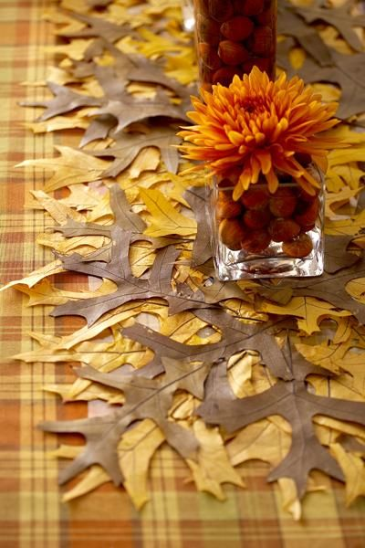 Thanksgiving Table Decorations.............wow I love this Idea....would be nice with the red leaves though.....<3