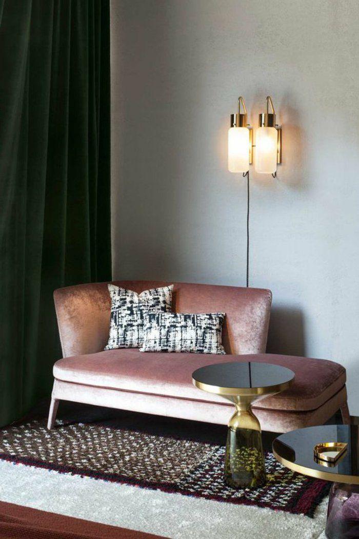 Wohnzimmer In Grau Eine Couch Der Ecke Zwei Lampen Kleiner Runder Tisch