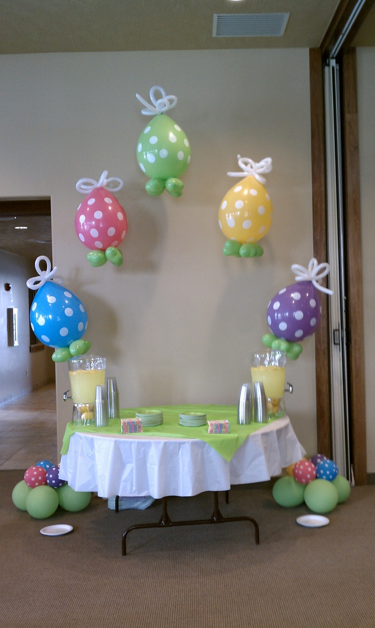 Easter Balloon Arch I love this arch not sure if I would have added bottom balloons and I would have put more balloons on arch. Can also do an Easter arch in spray deco balloons
