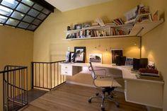 Ideas para armar un rincón de trabajo en casa  Un entrepiso puede ser un espacio muerto en la casa o se puede aprovechar para armar un rincón de trabajo como éste.         Foto:Archivo LIVING