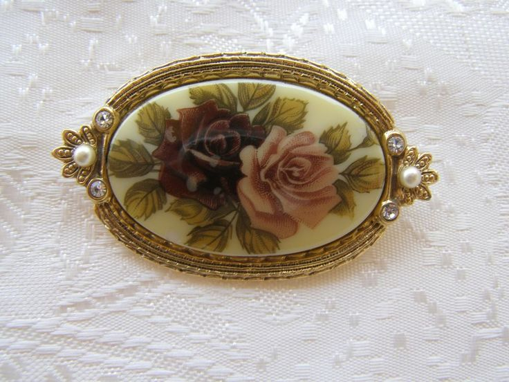 Vintage floral roses brooch cameo
