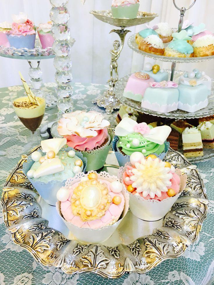 Pastel wedding cupcakes