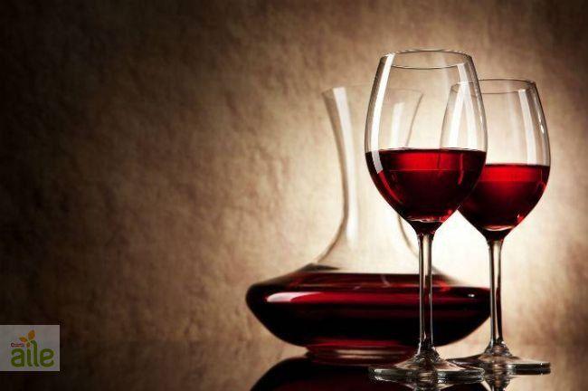 Karışık meyveli şarap tarifi... Serin akşamlarda içinizi ısıtacak, keyifli sohbetlerinize lezzet katacak bir içecek! http://www.hurriyetaile.com/yemek-tarifleri/alkollu-alkolsuz-icecek-tarifleri/karisik-meyveli-sarap-tarifi_1523.html