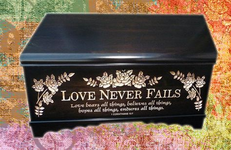 This wonderful Medium blanket and hope chest by Amish builders is done by a…