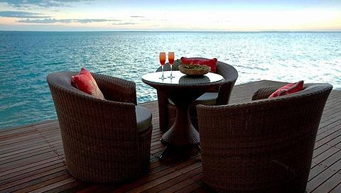 Enjoy breathtaking sea views of the prestigious Plettenberg Bay while dining.