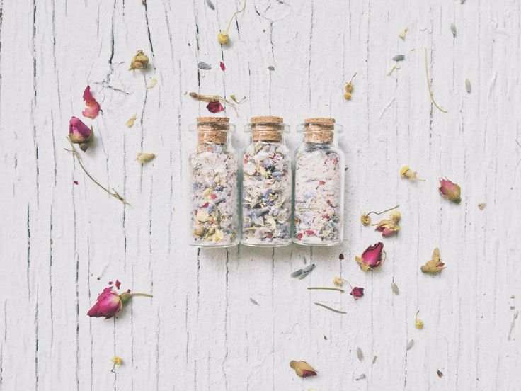 While commonly associated with the Victorian era, smelling salts are known as lady revivers since the Roman times.  They are also known to be used in cleansing rituals, purification & spells to relief anxiety.  Just open the vial whenever you feel the need and smell deeply into the soothing & fragrant mix of Dried lavender, Chamomile & Rose petals, with baking soda and Lavender Epsom salt.  Comes ready for gifting in an organza bag with one refill of the mixture.  This phial is no...