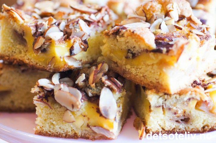 Eplekake i langpanne med vaniljekrem | Det søte liv