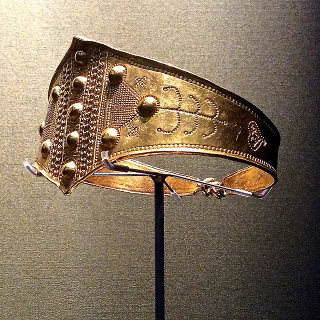 BM Vikings - A gold arm ring from Denmark 800-1050 AD.