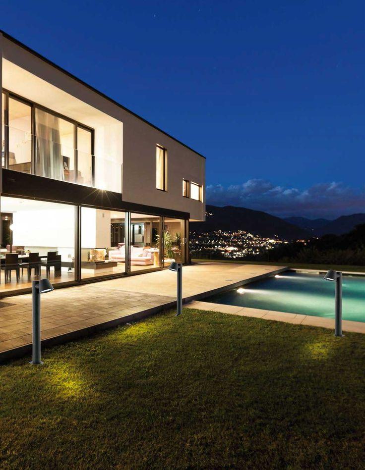 Επιδαπέδιο φωτιστικό, σε μοντέρνο στυλ, κατασκευασμένο από αλουμίνιο σε μαύρο χρώμα. Κατάλληλο για εξωτερικό χώρο. Σειρά Marc από την Viokef. ---------------------------------- Floor lamp, in modern style, made of aluminum in black. Suitable for outdoor/exterior use. #homeexterior #exterior #exteriordesign #outdoor #outdoorspace #pool #poolhouse #gardening #garden #gardendesign #gardenideas #homedecor