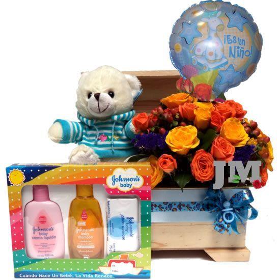 Los bebes son tan delicados y bellos como las flores, por eso acompañar su regalo con mini-rosas será una buena opción, adornado con un globo y un osito de peluche. Además de la belleza, la parte útil se compone de un kit de baño y un baúl en madera de pino, el cual puede ser reutilizado para guardar recuerdos de ese momento tan especial. Desde USD$65