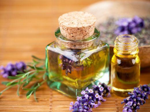 Πως Να Φτιάξεις Αιθέριο Έλαιο Λεβάντας / DIY: Lavender Essential Oil