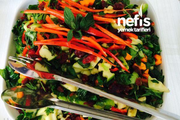 Yaban Mersinli Yeşil Elmalı Salata