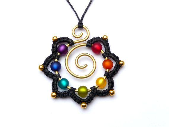 Envuelto de CHAKRA collar arco iris Mandala Hippie por ArohaJewelz