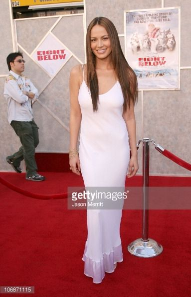 moon-bloodgood-during-eight-below-los-angeles-premiere-arrivals-at-el-picture-id106871115 (383×594)