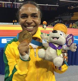 Erika Miranda é só alegrias com sua medalha de ouro no Pan (Foto: GloboEsporte.com)