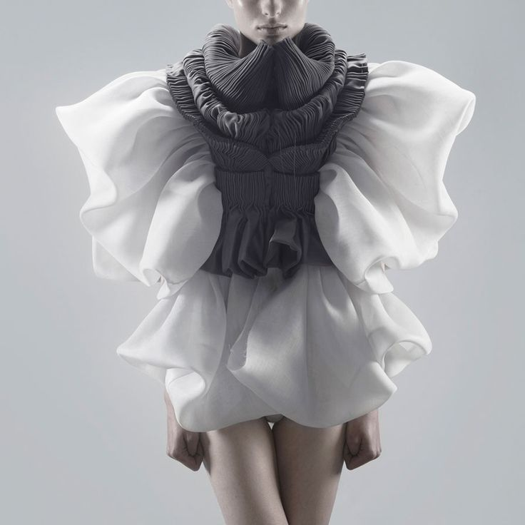 3D fashion, beautiful textures and sculptural shapes // Yiqing Yin