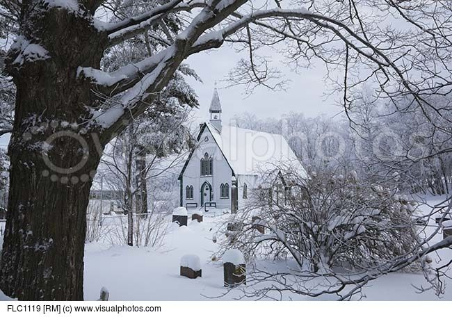 holy-trinity-church-and-cemetery-in-winter-iron-hill-eastern-townships-quebec-canada.jpg (650×456)