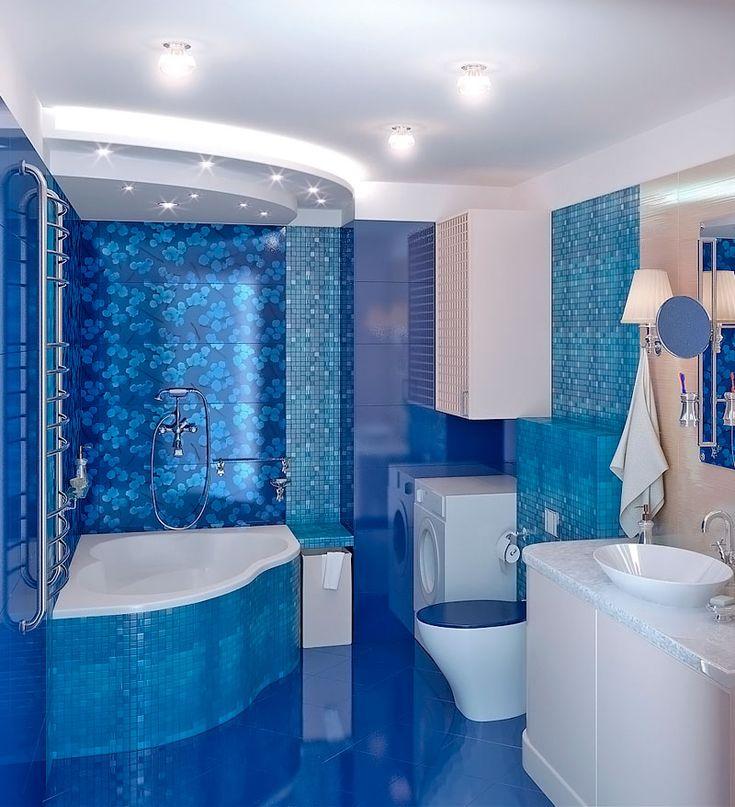 Просторная ванна в двух гаммах - белый и аква-голубой.