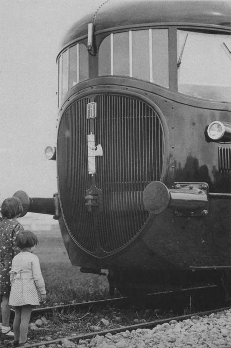ATR 100 Diesel Articulated Train of the Ferrovia di Stato (Italian State Railways), circa 1930 via Dieselpunk.