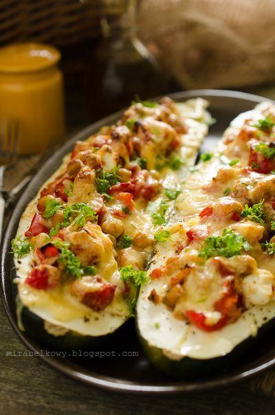 Mirabelkowy blog: Cukinia faszerowana warzywami i serem