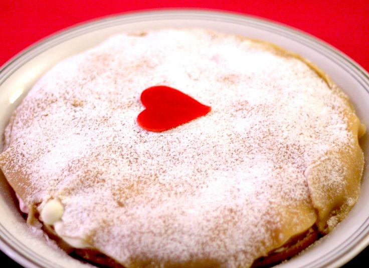 Easy decorating: Cake with a heart http://umlimaomeiolimao.wordpress.com/2015/01/01/easy-cake-decorating-ideas-princess-cake-with-a-heart/