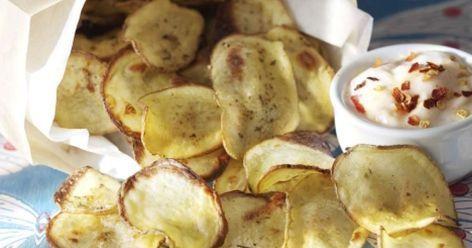 Tee itse perunalastuja! Rapsakat ja herkulliset perunalastut valmistuvat hetkessä. Nautitaan pirteän chilidipin kanssa. Katso ohjeet ja tee itse!
