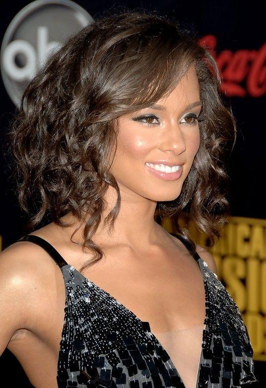 Alicia Keys Medio Corte de pelo: rizos castaños //  #Alicia #castaños #Corte #Keys #Medio #pelo #rizos