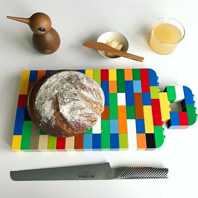 Breakfast club. . . #breakfast #bread #frukost #bröd #surdegsbröd #inredningsinspiration #inredningsdetaljer #cuttingboard #lifestyle #interiors #interiör #homestyling #interior444 #foodstagram #bake #kitchendecor #duplo #lego #legoart #art #pixelart #stockholm #sverige #designs #pappaledig #konst #interiordecoration #foodstyling #sourdough #sourdoughbread