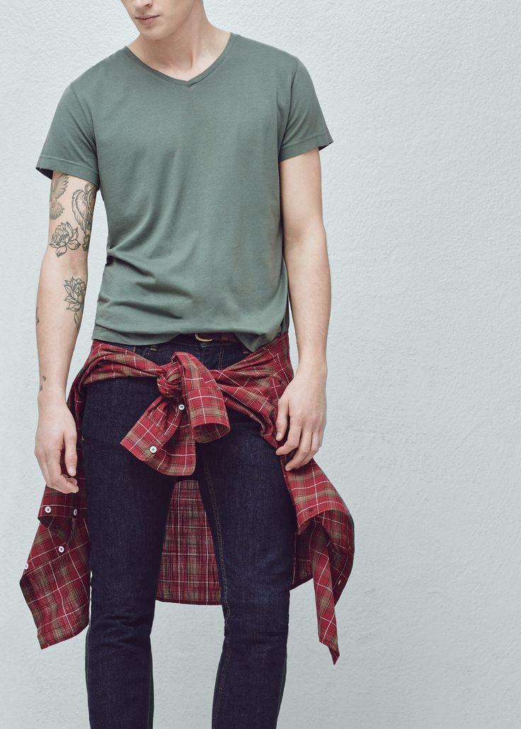 Pamut póló v-nyakkivágással -  Férfi | MANGO