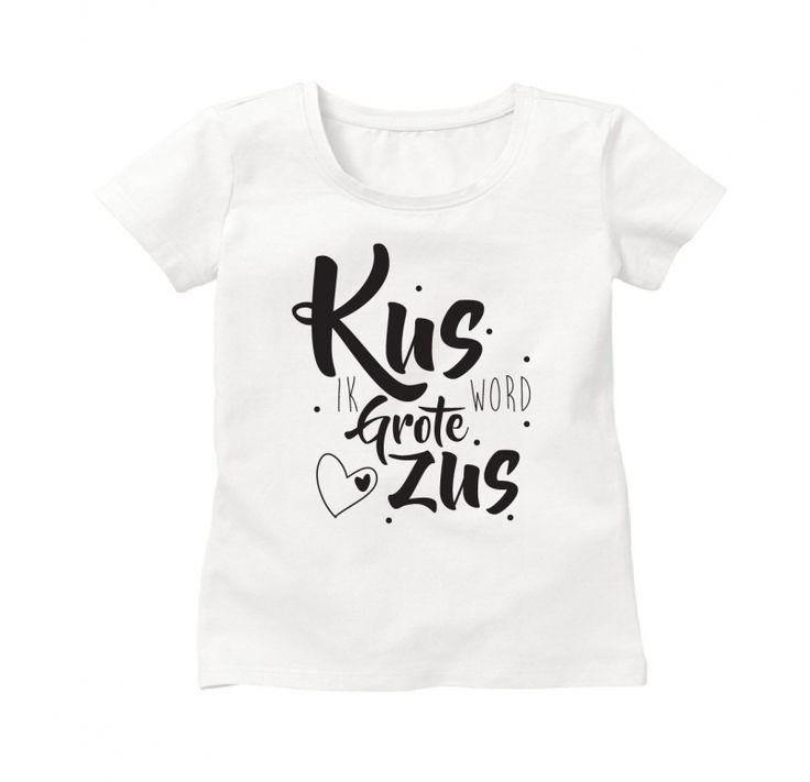 Superleuk om familie en vrienden zo verrassen met je zwangerschap dmv dit shirtje voor de trotse aanstaande grote zus! Met de opdruk 'Kus, ik word grote zus!' Op de achterzijde kan eventueel de naam van de grote zus geplaatst worden. Wat een originele zwangerschapsaankondiging!