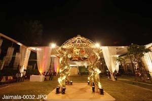 We are one of the premium wedding planners in Delhi who is an expert in providing much type of entire range services like a live band, Mehendi , singers, lighting decoration etc.