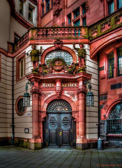 Frankfurt am Main - Eingang zum Ratskeller auf der Rückseite des Römers-1-2 | Flickr: Intercambio de fotos