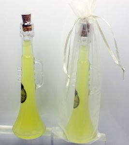 Detalle Boda Botella Trompeta con Licor limoncello en bolsa organza, regalo invitados #Grandetalles