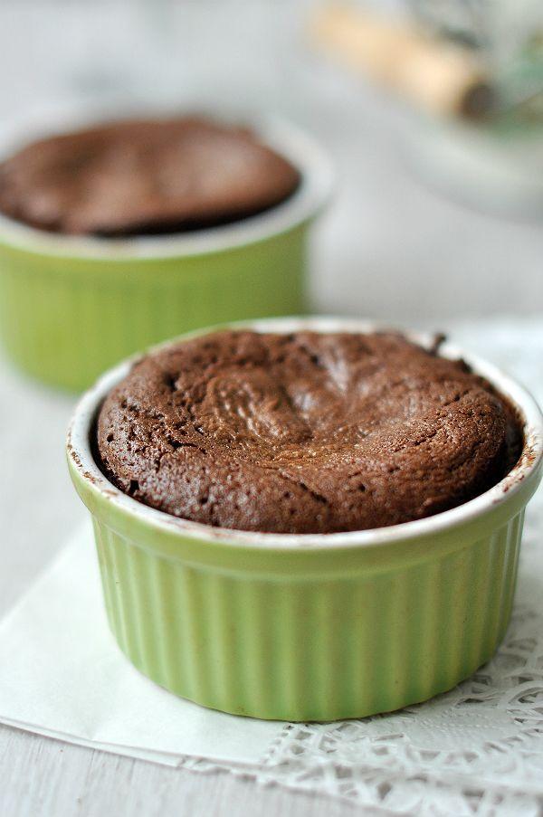 Csokoládé rajongók kedvében járunk ma, elkészítettük ugyanis sokak kedvencét, a csokoládéfelfújtat liszt nélkül, hogy gluténérzékenyek is beilleszthessék étrendjükbe.