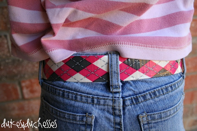 duct tape belt ~ diy for kids ~ a quick project using print duck brand tape and a couple of D rings ~ photo tutorial ~ dukeandduchesses.com