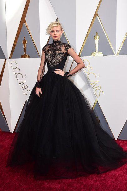 Dorith Mous in einer schwarzen Spitzenrobe bei den Oscars 2016